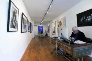 Une vue intérieure de la Ferus Gallery