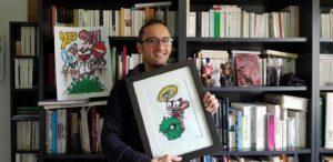 Jérémy Taburchi avec un dessin du Chat Rose