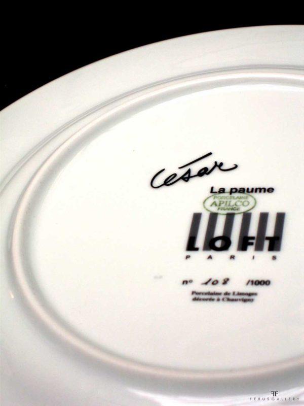 Assiette d'artistes : César, vue de la signature et du numéro au dos