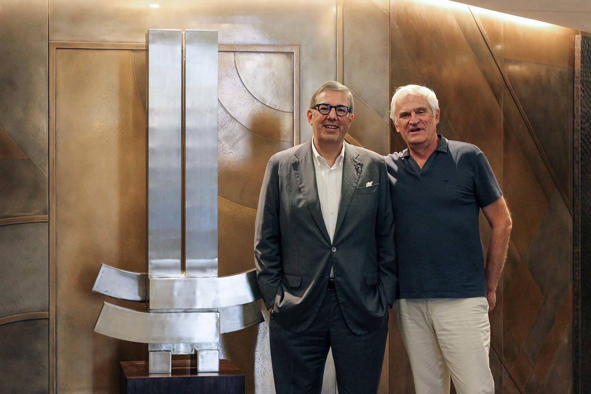 Claudio Marzocco et Didier Viltart à côté de l'œuvre de Marino di Teana